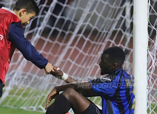 A Bisceglie raccattapalle conforta calciatore, lo scatto fotografico diventa virale