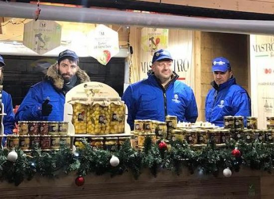 """Mastrototaro Food in piazza Duomo, per il Natale a Milano c'è la """"casa del gusto"""""""