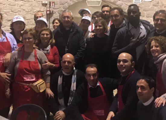 """Pranzo di Natale Caritas: """"Non è pranzo dei poveri, ma condivisione di un giorno di Festa"""" / FOTO"""