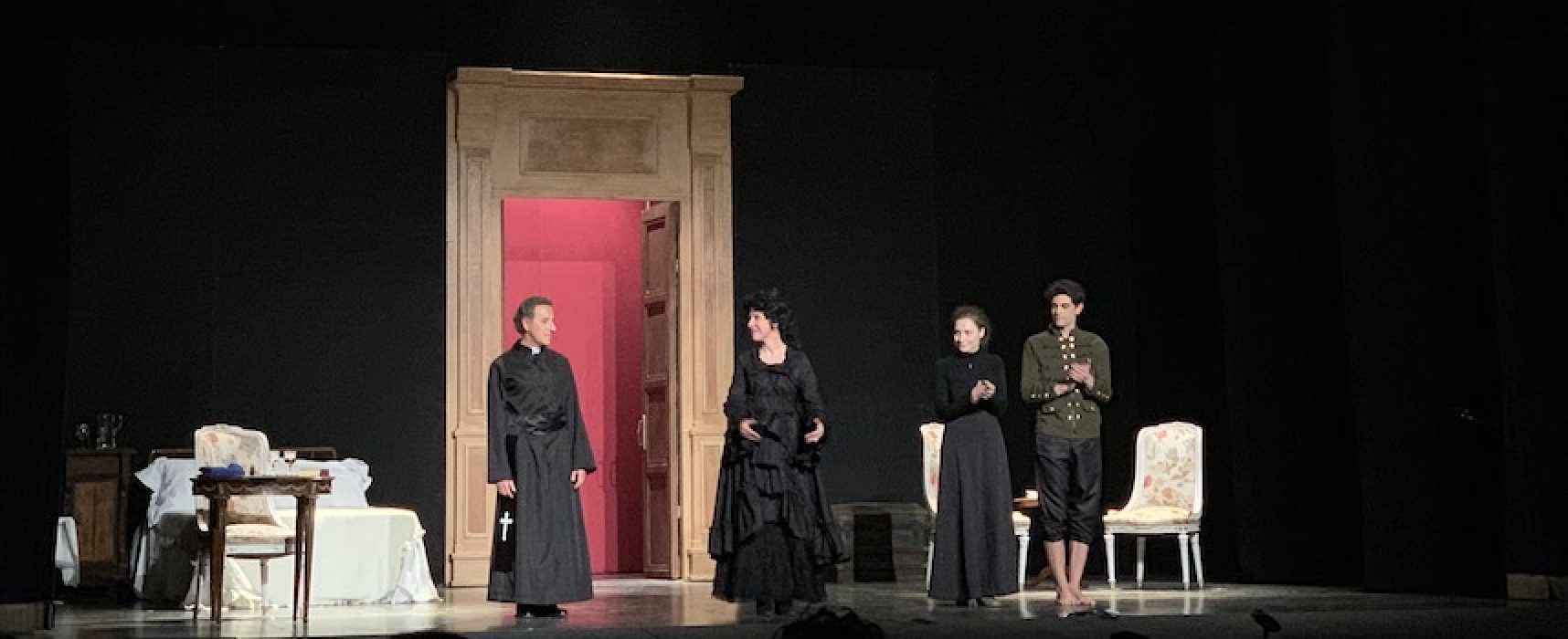 Sacro e Perturbante, al Politeama va in scena il Ferdinando di Ruccello della compagnia QuiEdOra