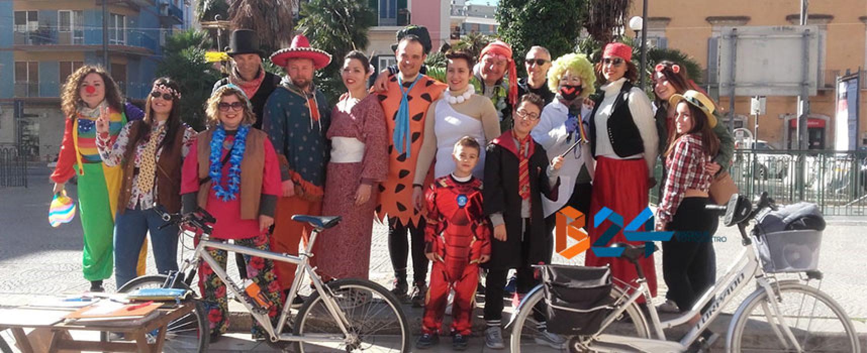 Colori e tradizioni in sella per la biciclettata in maschera a Bisceglie / FOTO