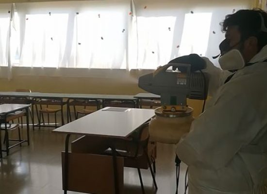 Operazioni di sanificazione nelle scuole a Bisceglie