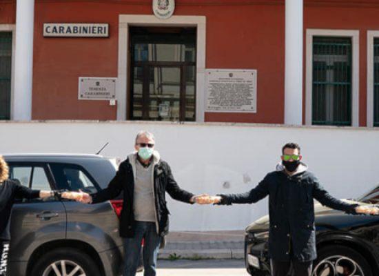 """Assolocali dona zeppole a Polizia Locale, Carabinieri, Oer e Caritas: """"I nostri angeli custodi"""""""