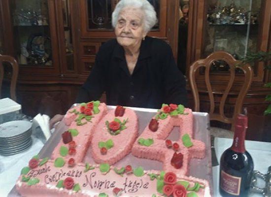 Nonna Angela da record, festeggiati i 104 anni