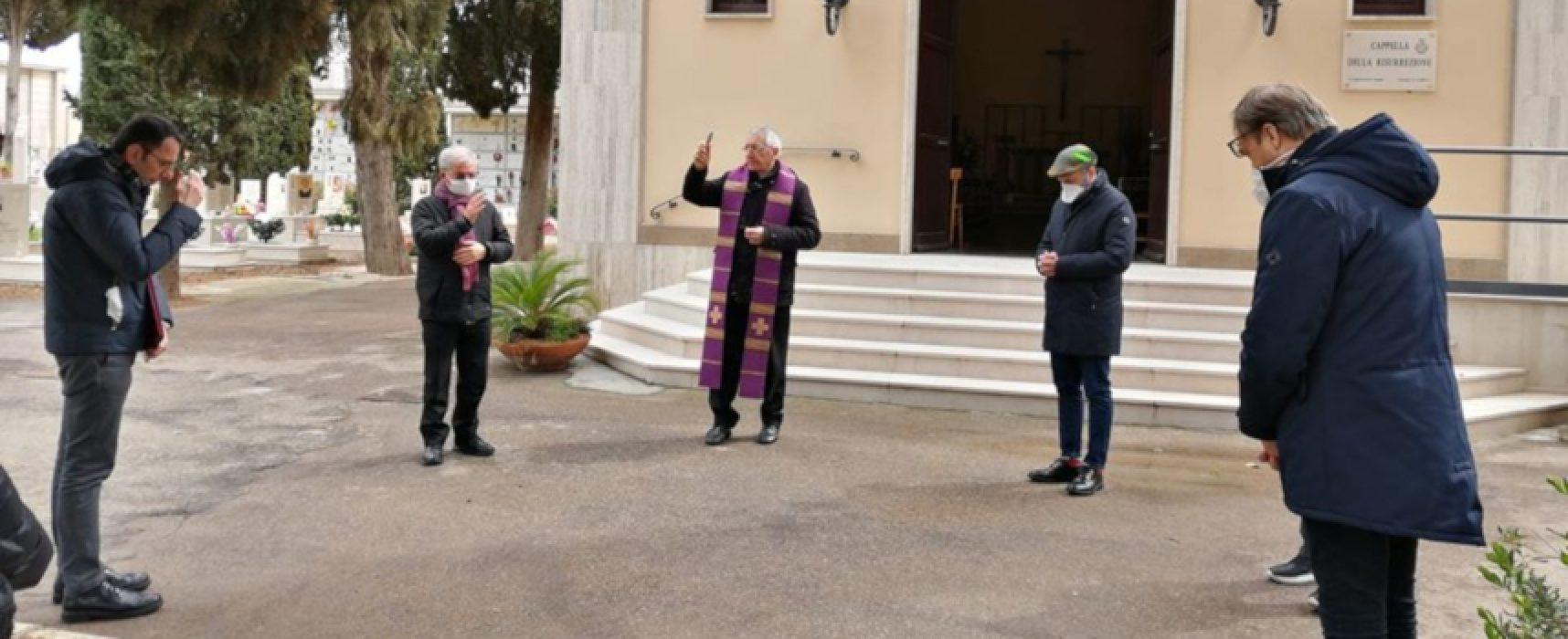 Coronavirus, l'Arcivescovo D'Ascenzo in preghiera nei cimiteri della Diocesi / FOTO