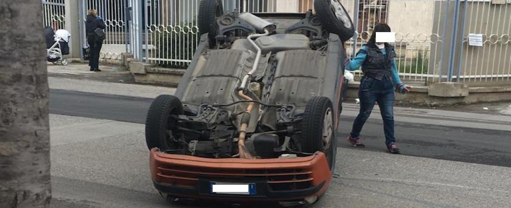 Auto si ribalta su via Bovio, miracolosamente illeso il protagonista dell'incidente
