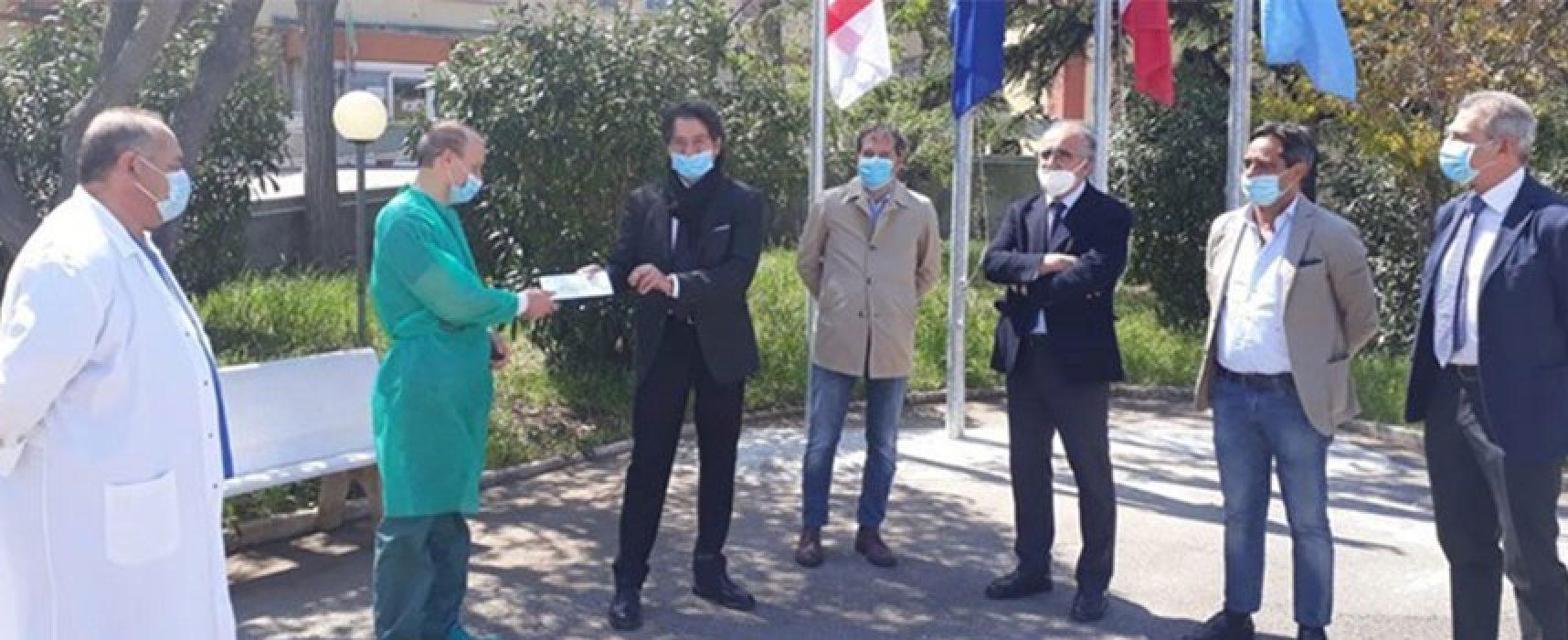 """Associazione """"Andiamo in ordine"""": donati 4mila euro all'ospedale di Bisceglie"""
