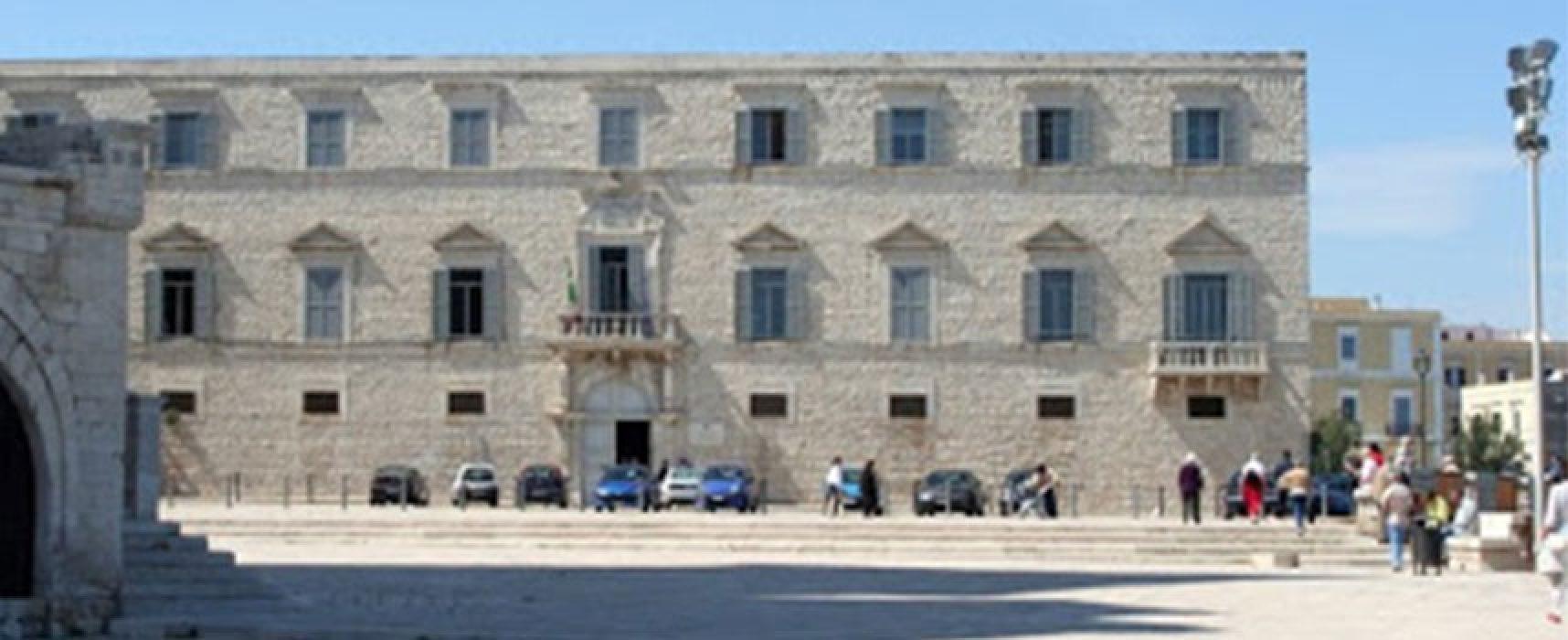 Avvocati in piazza a Trani per chiedere ripresa attività e udienze in Tribunale