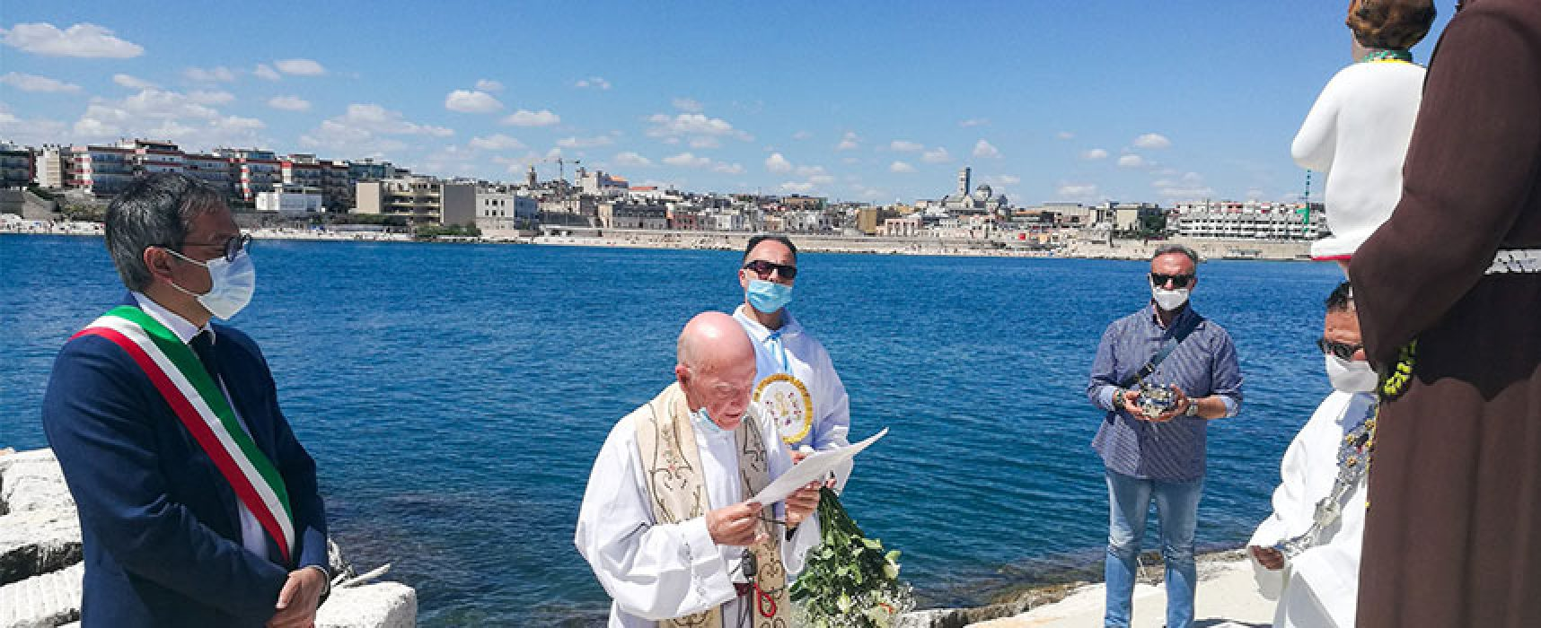 Benedetta la statua di Sant'Antonio sull'omonimo molo / FOTO