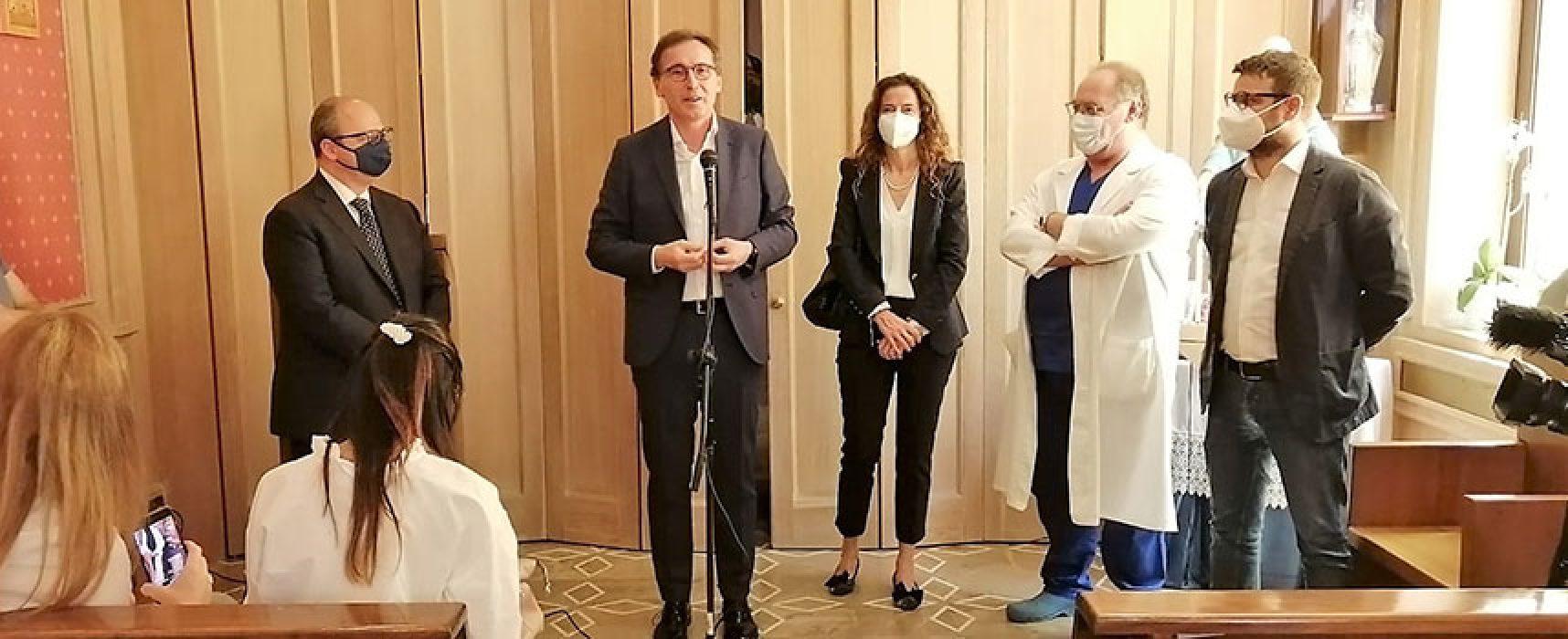 """Ministro Boccia in visita all'ospedale di Bisceglie, """"Investite al Sud, sanità fatta da eroi normali"""""""
