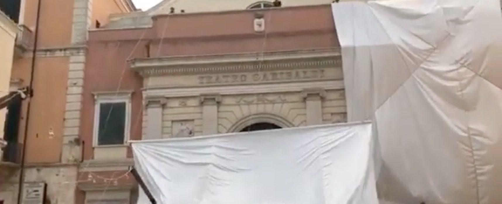 """Teatro Garibaldi """"impacchettato"""" in ricordo di Christo e per denunciare lo stallo del settore"""