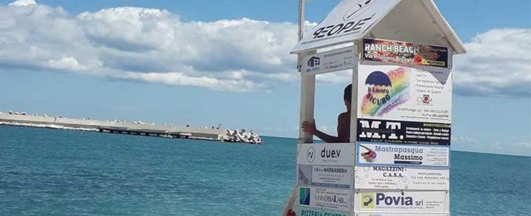 Bagnino soccorre ragazzo in mare al Molo Sant'Antonio