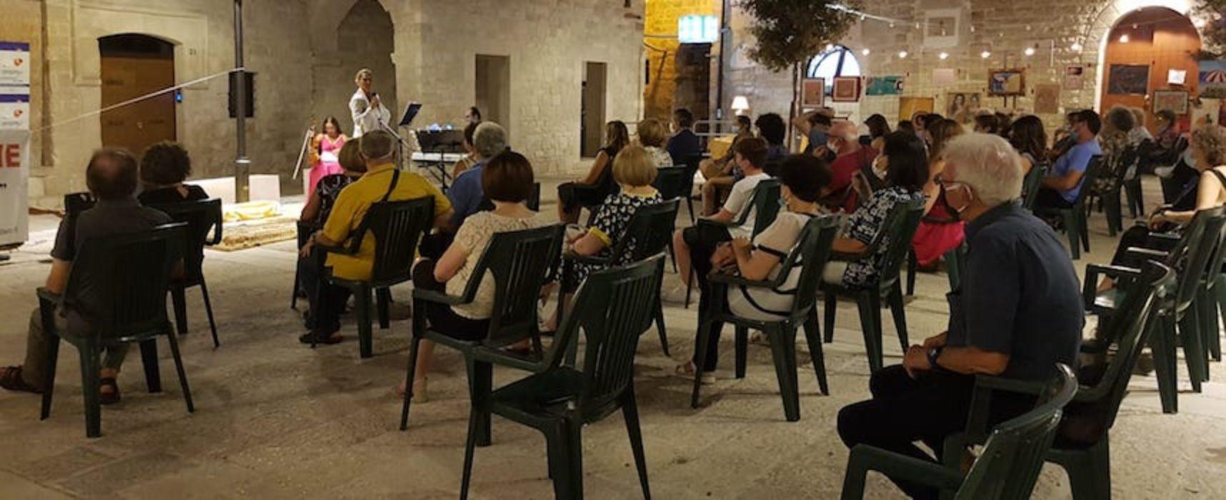 In piazza Tre Santi la cerimonia di premiazione del concorso arti visive dell'Aido / FOTO E PREMIATI