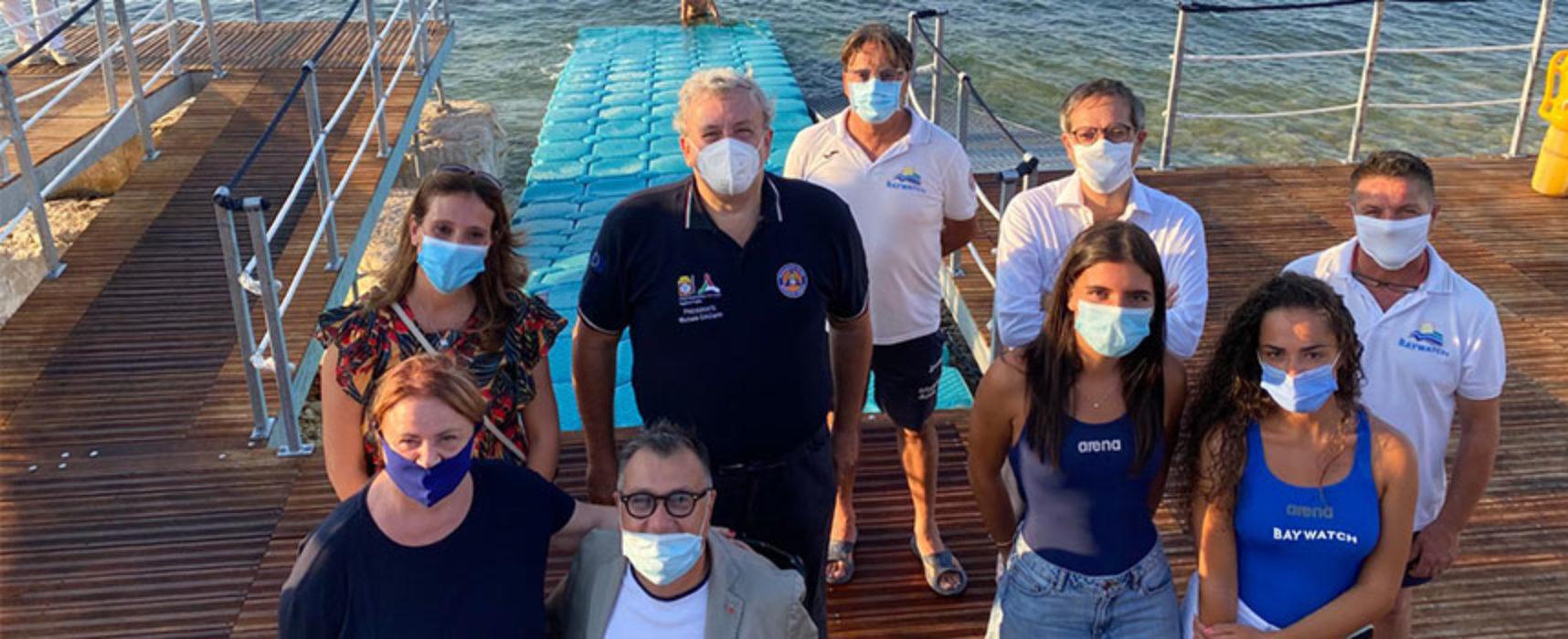 Presidente Emiliano visita spiaggia attrezzata per disabili a Bisceglie / VIDEO