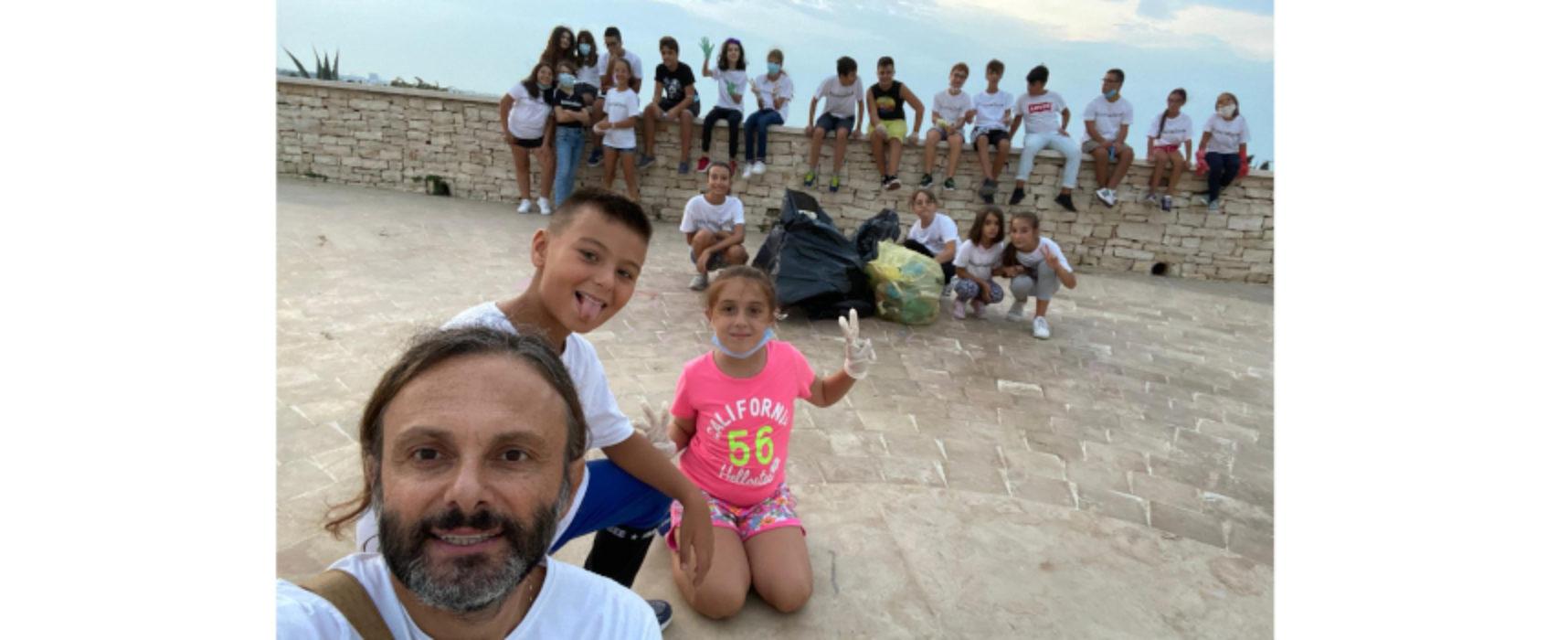 Riparte la stagione di BinarioZero: prima tappa la pulizia del Teatro Mediterraneo / FOTO