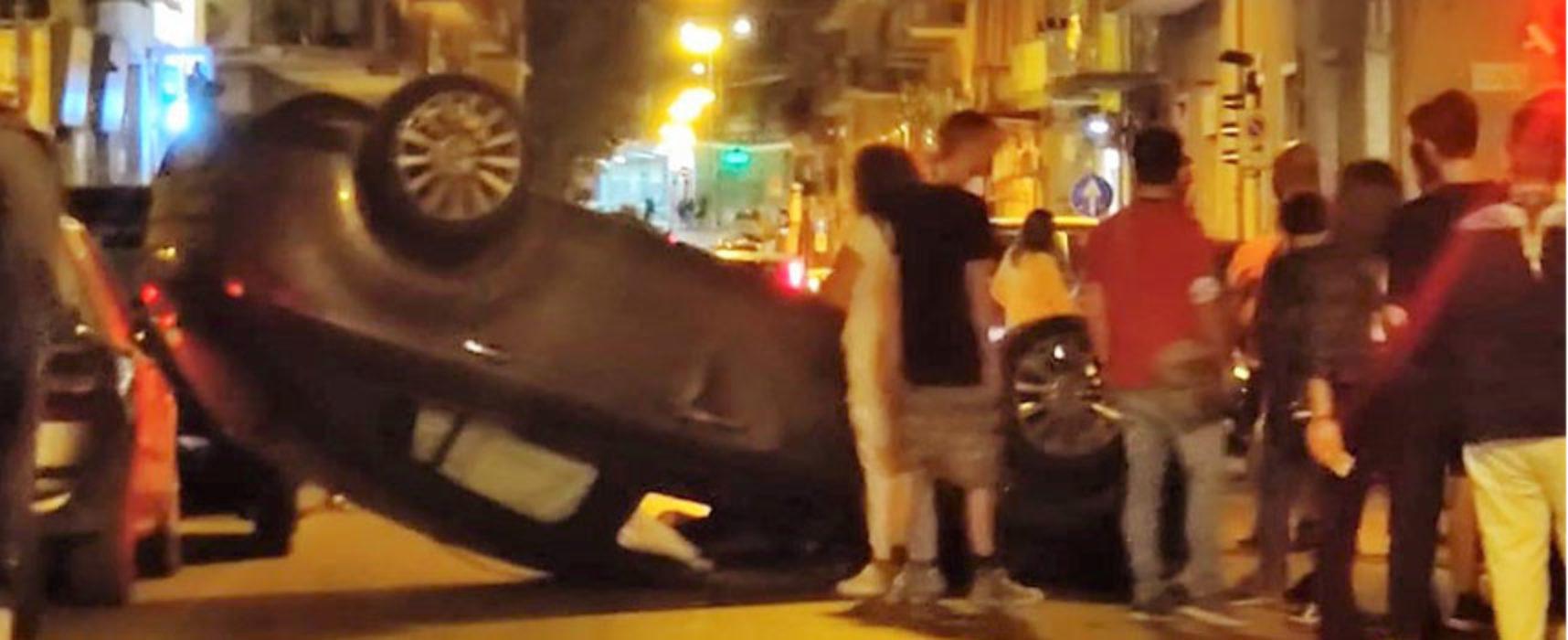 Auto si ribalta nella notte su corso Umberto I, un ferito