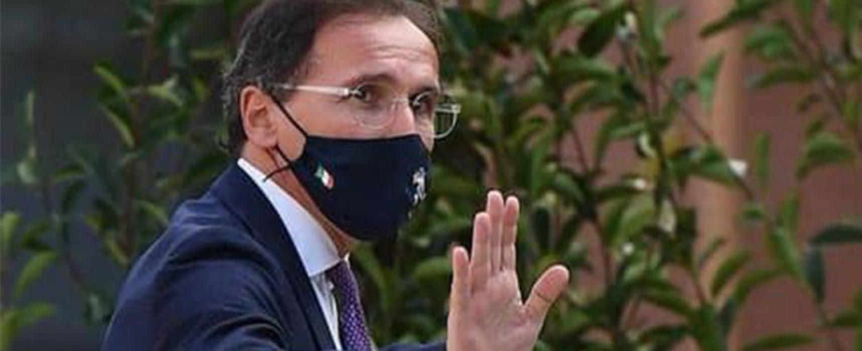 """Ministro Boccia positivo al Covid, """"Siate tutti responsabili, prudenti e rigorosi"""""""