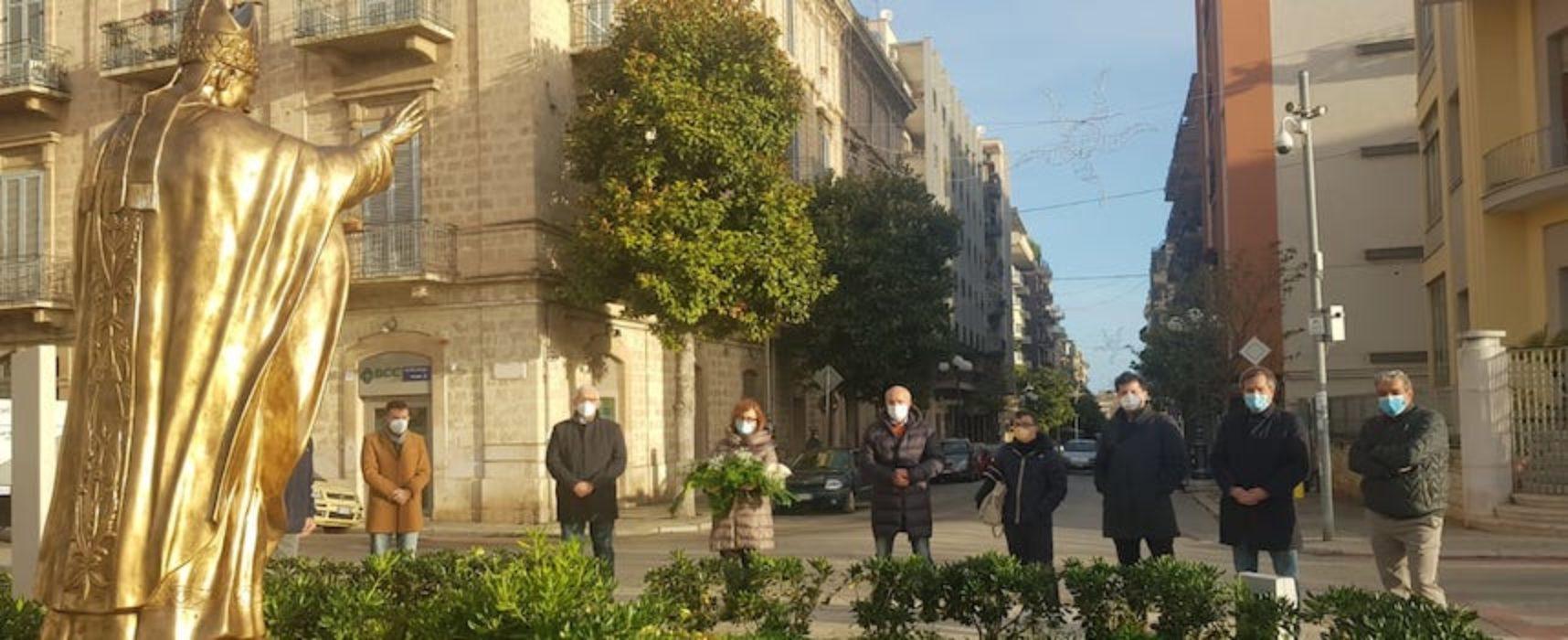 Fiori per Giovanni Paolo II, anche il sindaco all'iniziativa de Il Torrione e Bisceglie Tricolore