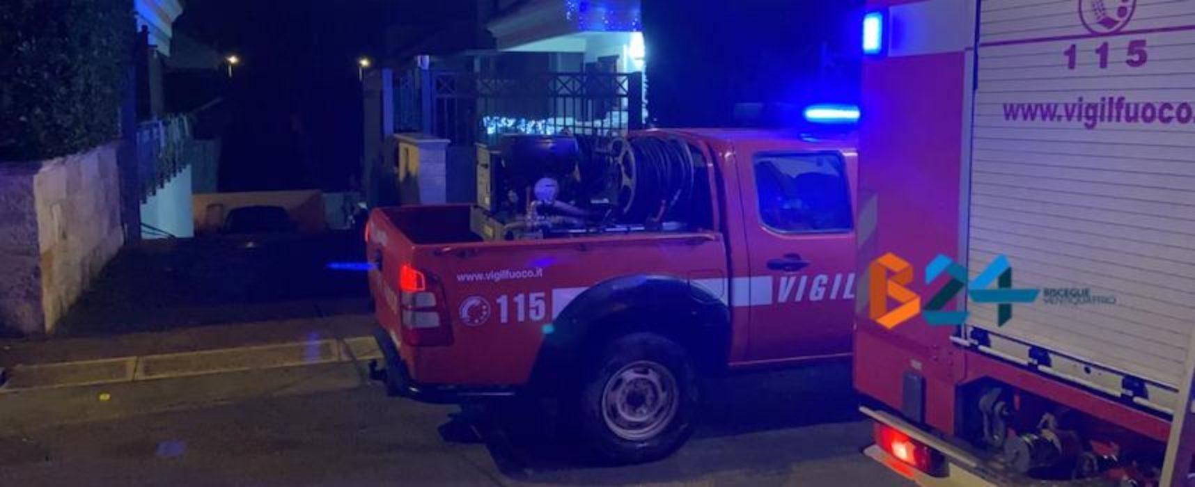 Box in fiamme in via degli Aragonesi, intervengono i Vigili del Fuoco