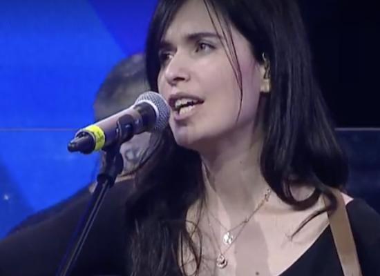 """Erica Mou su Rai Radio2, la cover """"Soldi"""" di Mahmood contaminata dal biscegliese / VIDEO"""