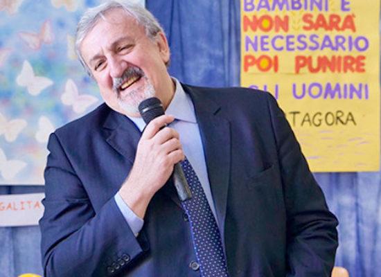 Scuola, presidente Emiliano emana nuova ordinanza / DETTAGLI