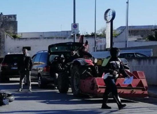 Scontro auto-moto su via Ruvo, 26enne in ospedale