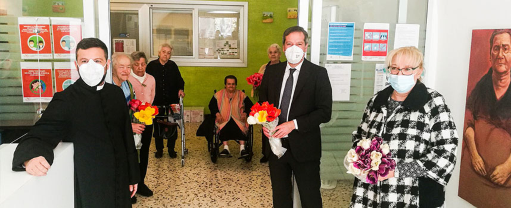 """Comune dona 200 tulipani sospesi a RSA, Angarano: """"Far sentire affetto e vicinanza"""" / FOTO"""