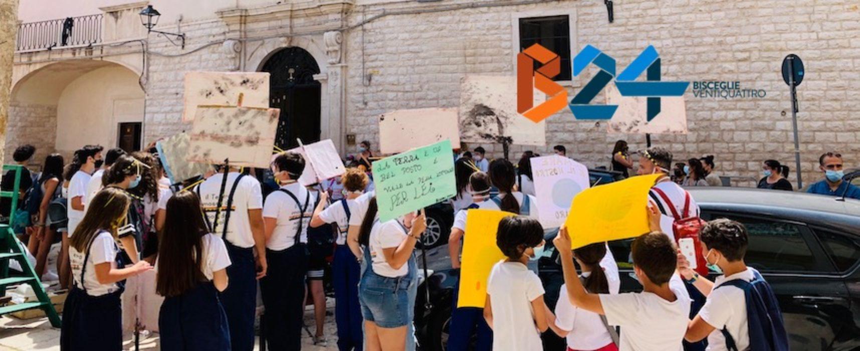 """Fridays for Future sotto Palazzo San Domenico: """"Agire ora per fermare catastrofe climatica"""" / FOTO"""
