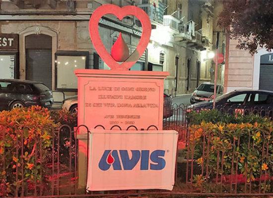 Giornata Mondiale Donatori Sangue, illuminati di rosso monumenti a Bisceglie / FOTO