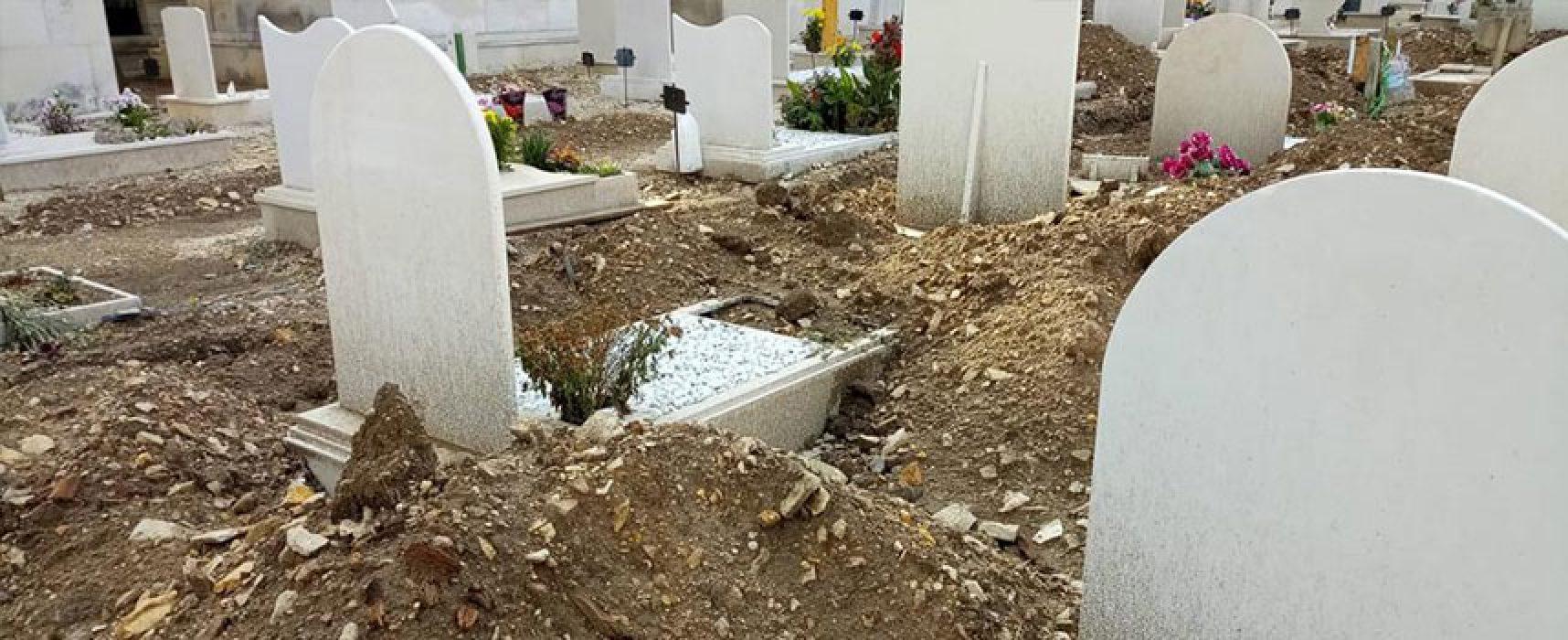 """Spina su cimitero, """"Tolto il diritto di pregare sulla tomba dei propri cari"""""""