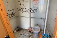 Vandali bagno anfiteatro-3